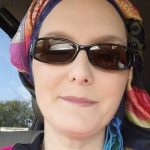 اشلی دیواین - حجاب
