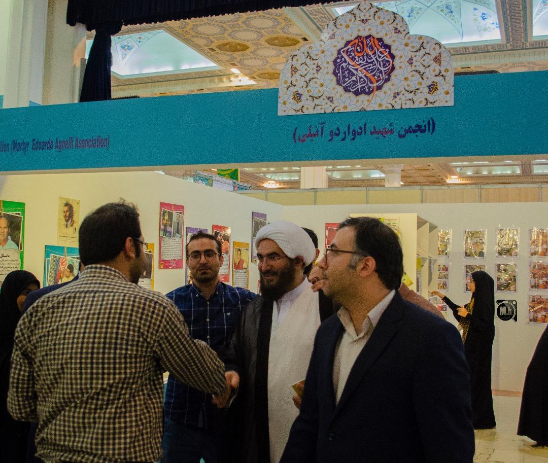 حجت الاسلام علی اکبری در غرفه رهیافتگان