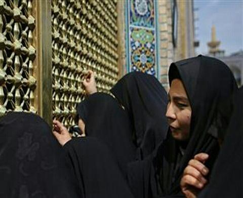 بانوی بودایی -تازه مسلمان-حرم امام رضا